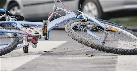 Omicidio colposo per l'automobilista anche se il ciclista di notte non usa il giubbetto catarifrangente