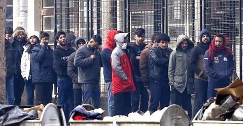 Immigrati, in attesa di una risposta le richieste di 140mila richiedenti asilo