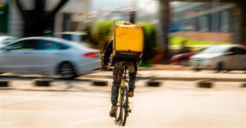 Deliveroo, Glovo-Foodinho, Just Eat, Uber eats sotto scacco dei pm milanesi: sanzioni per 733 milioni