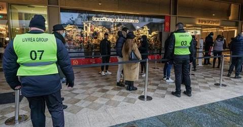 Reato per l'addetto alla vigilanza del negozio che perquisisce il sospetto ladro
