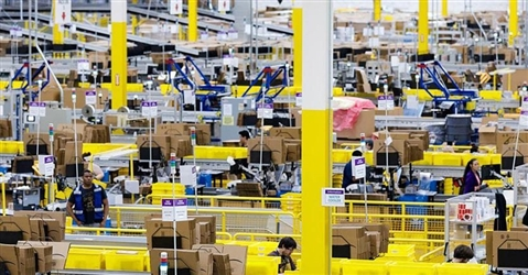 Amazon alza il tiro contro i falsi: bloccati 10 miliardi di offerte sospette